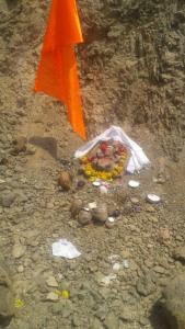 MP-खुदाई में मिली कुबेर मूर्ति की रक्षा करता नाग का वीडीयो हुआ वायरल 3