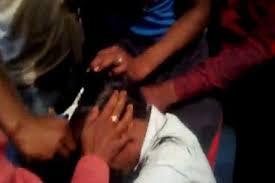 kanpur dehat-विद्यालय में छेड़छाड़ को लेकर हुआ बबाल,प्रधानाचार्य का सरेआम मुंडाया गया सर 2
