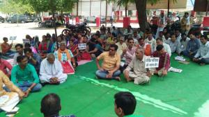 उरई(जालौन)-उत्पीड़न व शोषण के विरोध में अखिल भारतीय वैश्य एकता परिषद का धरना प्रदर्शन 2