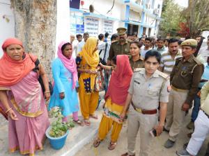हमीरपुर-बैंक में टप्पेबाजी में मां, बेटियां और बहू धरी गई 4