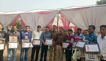 मूर्तियों को वरामद करने वाली पुलिस टीम को सम्मानित किया गया   3