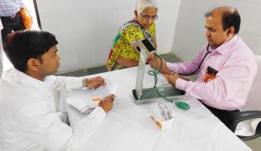 हमीरपुर:यूएसए के विशेषज्ञ डाक्टरों ने सैकड़ो मरीजों का किया चेकअप 5