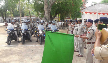 JALAUN-SP जालौन ने UP डायल 100 की मोटर साइकिलों हरी झंडी दिखाकर सभी सर्किलों के कोतवाली को किया रवाना 4