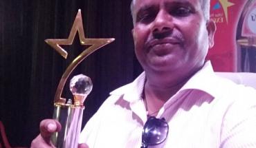 जालौन के देवेश स्वर्णकार को मीडिया एक्सीलेंस अवार्ड 2018 से किया गया सम्मानित 3