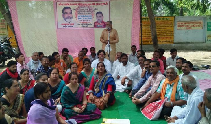 उरई(जालौन)-उत्पीड़न व शोषण के विरोध में अखिल भारतीय वैश्य एकता परिषद का धरना प्रदर्शन 1