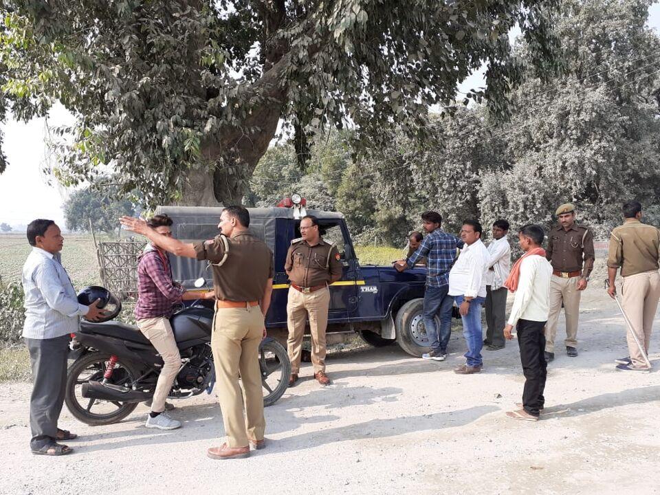जालौन-कुठौंद पुलिस ने चलाया कस्वा की नहर कोठी पर चैकिंग अभियान।