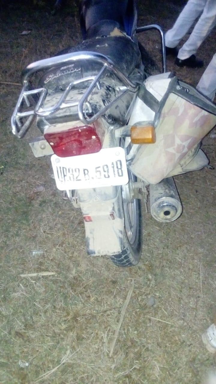जालौन-असंतुलित होकर बाइक सड़क पर फिसली चालक घायल