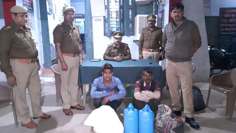 जालौन-एट पुलिस ने अवैध शराब के साथ दो अभियुक्तों को किया गिरफ्तार।