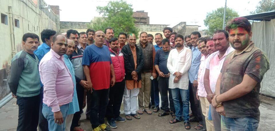 जालौन सदर विधायक व भाजपा जिलाध्यक्ष ने नगर की जनता को होली की शुभकामनाएं दी।
