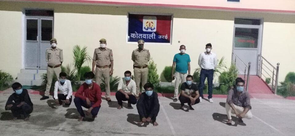 उरई कोतवाली पुलिस ने पकड़े दस जुआरी।