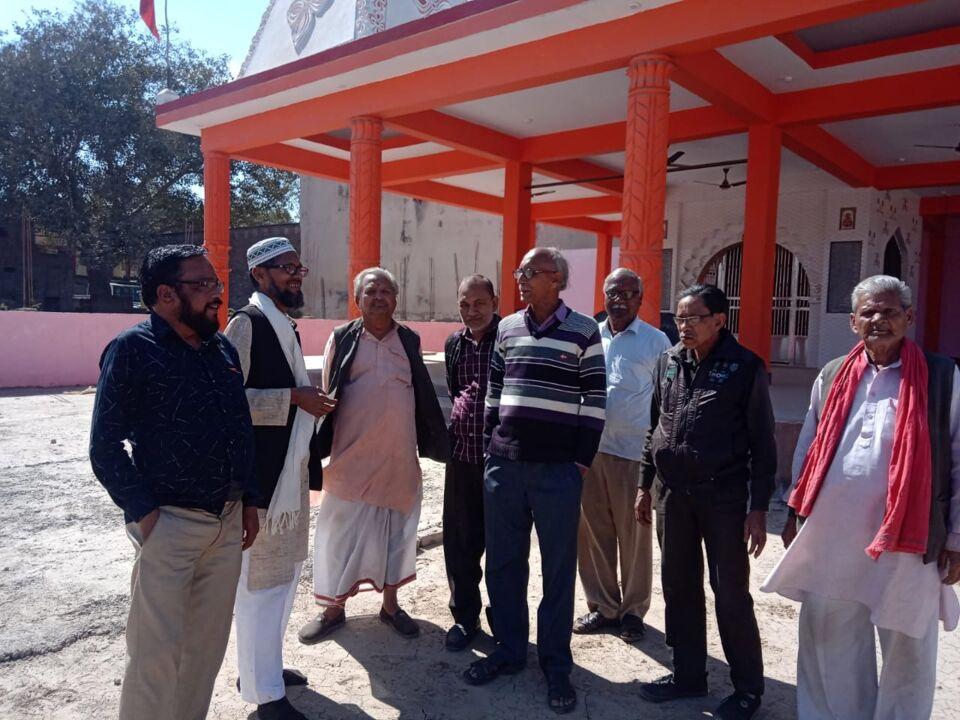 जालौन-यूसुफ अंसारी ने मां दुर्गा मंदिर कालपी को दान किया फ्रीजर।