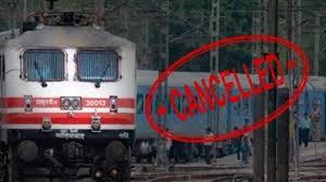 भारतीय रेलवे को कोरोना के मद्देनजर सैकड़ो ट्रेनें रद्द करनी पड़ी।