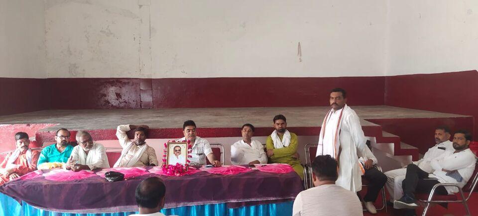 जालौन-वरिष्ठ अधिवक्ता स्वर्गीय श्री मधु प्रकाश श्रीवास्तव जी की प्रथम पुण्यतिथि मनाई गई।