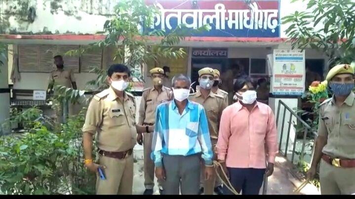 जालौन-माधौगढ़ पुलिस ने तमंचा व मारुति वैन के साथ दो शातिर अपराधियों को किया गिरफ्तार
