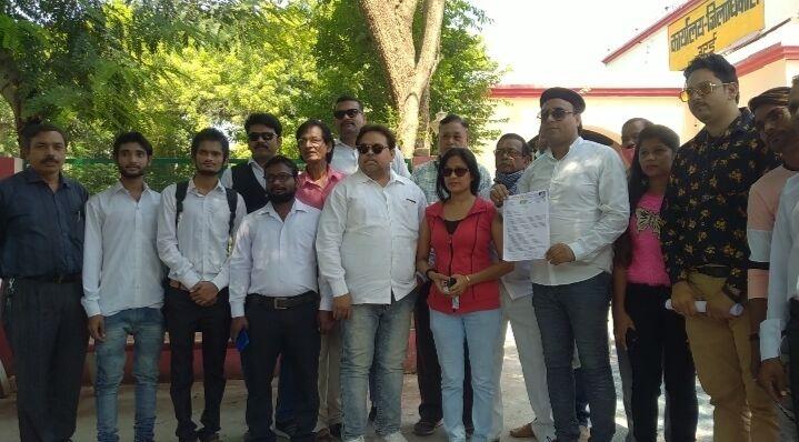 जालौन-बॉलीवुड कलाकारों ने योगी सरकार से बुंदेलखंड में फिल्म सिटी बनाने की मांग की।