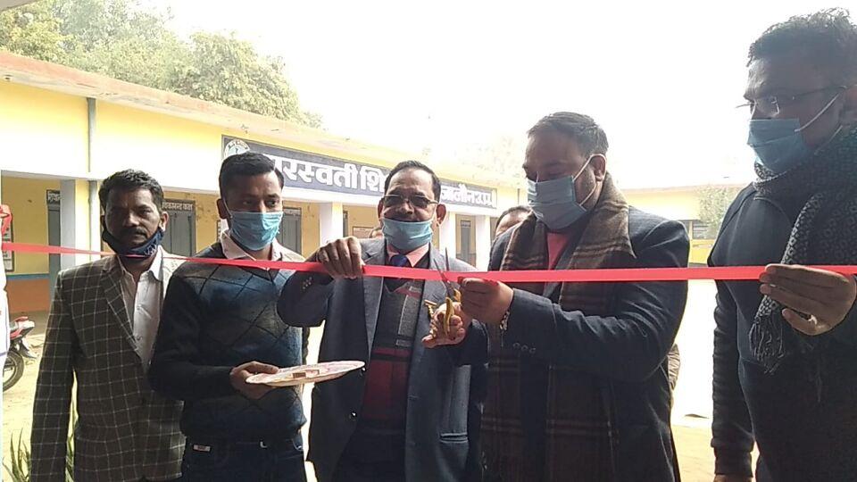 जालौन-रामजी मेडिकल के द्वारा सरस्वती शिशु मन्दिर में लगे स्वास्थ्य शिविर में निशुल्क दवाई वितरण की गई।