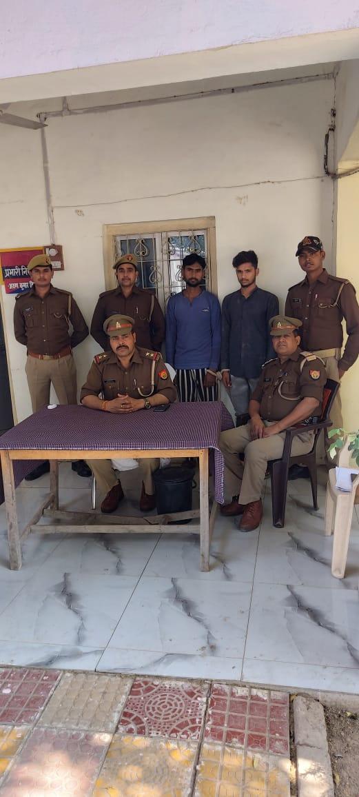 जालौन-कुठौंद पुलिस ने भैसों से लदी पिकअप सहित दो युवक गिरफ्तार किए