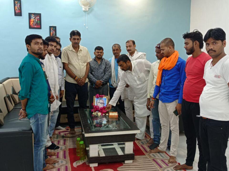 जालौन-राममनोहर लोहिया की111वी जयन्ती दीपू त्रिपाठी के आवास पर मनाई गई।