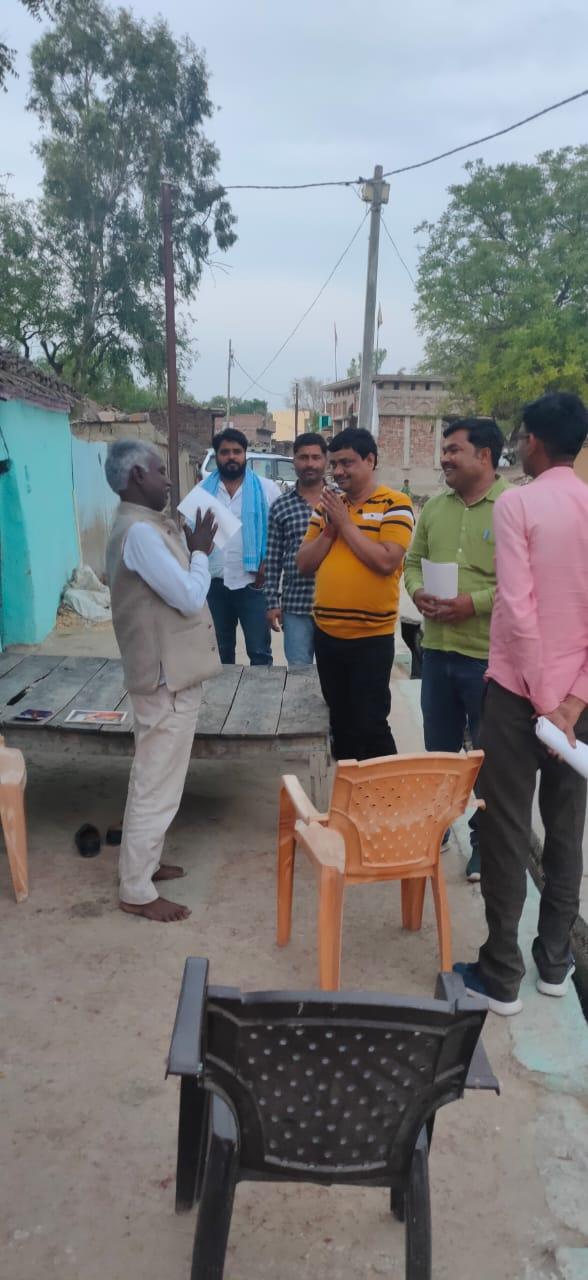 जालौन-जिला पंचायत क्षेत्रगढ़र से प्रमोद यादव ने जनसंपर्क किया तेज लोगों का मिल रहा आर्शीवाद