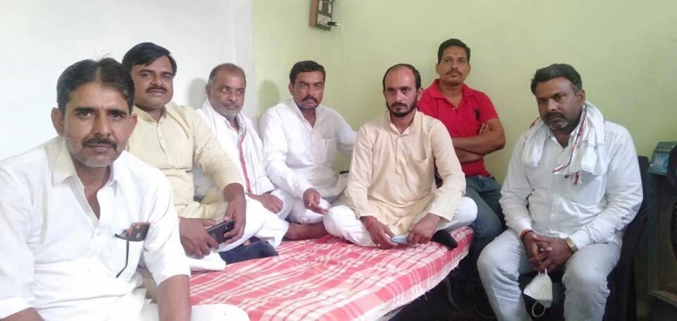 जालौन-शिवकांत ने रामेन्द्र त्रिपाठी को दिया समर्थन शहजादपुरा सीट पर मजबूत हुए रामेन्द्र।