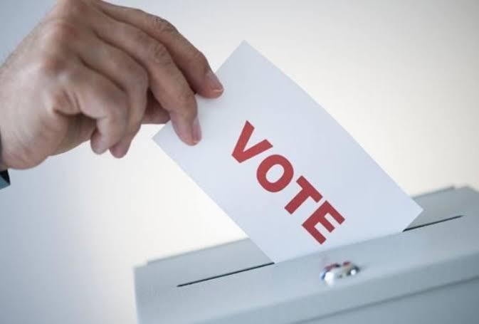 यूपी-आज पहले चरण में 18 जिलों में त्रिस्तरीय चुनाव के लिए वोट डाले जायेगे।