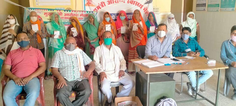 जालौन-ग्रामीण क्षेत्र में स्वास्थ्य के प्रति बढी जागरूकता महिलाओं व पुरुषों ने बढ़-चढ़कर लगवाई वैक्सीन