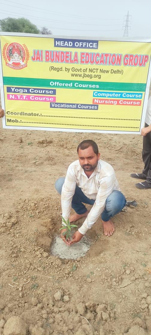 जालौन-जय बुन्देला एजूकेशन ग्रुप ने किया बृहद वृक्षारोपण