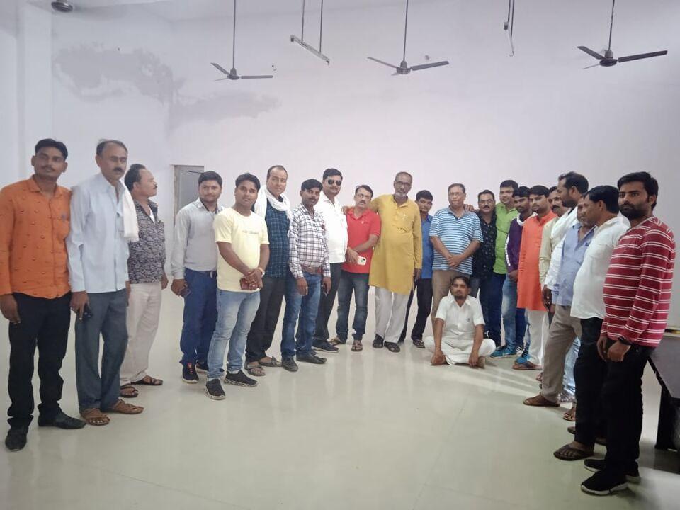 माधौगढ़-तहसील स्तरीय पत्रकार सद्भावना बैठक संपन्न कलमकार चाटुकार नहीं होते सच्चाई का आईना दिखाना हमारा धर्म:अमित